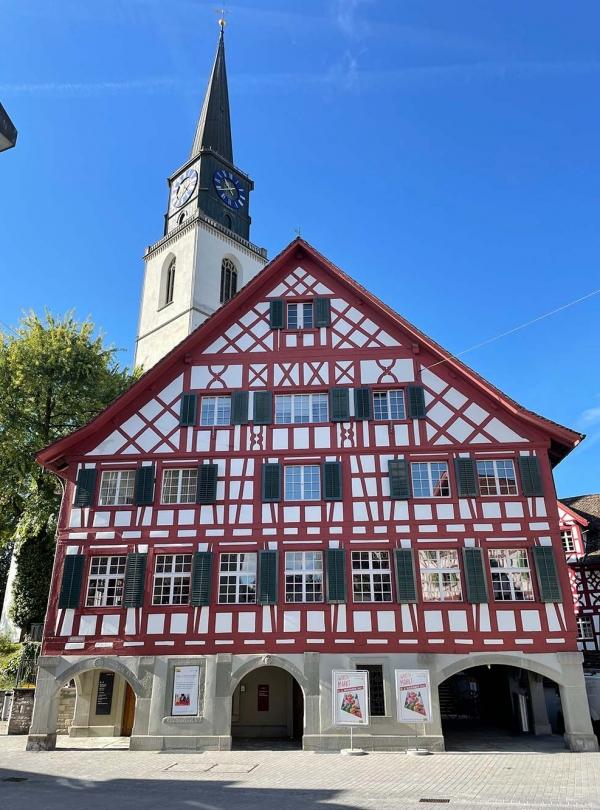 Ratshaus-Buelach-und-Kirche